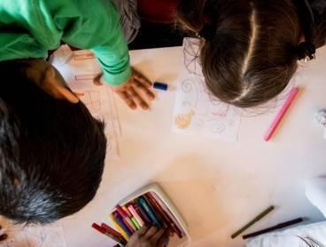 Workshops voor kinderen in AZC's