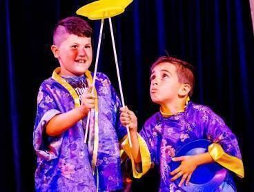Kinderen stralen in eigen circusvoorstelling